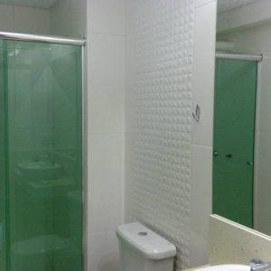 Box-com-porta-de-correr.-kit-natural-brilhoso.-vidro-verde-1-300x300
