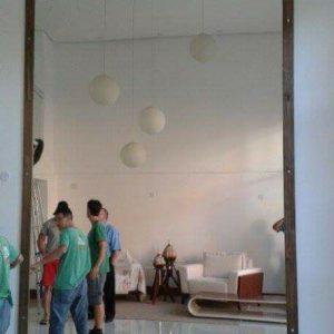 Espelho-com-moldura-cor-de-madeira-2-300x300