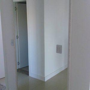 Espelho-com-moldura-trabalhada-cor-branca-2-300x300