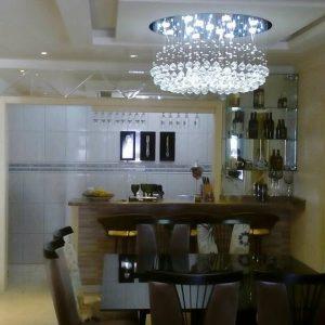 Mosaico-com-espelhos-com-acabameno-em-bisote-e-barzinho-em-vidro-temperado-300x300